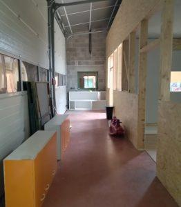 Couloir d'entrée qui donne accès aux différentes salles